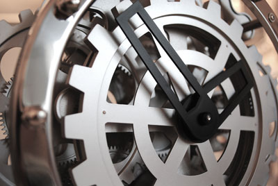 close up of invotis mantel clock gears
